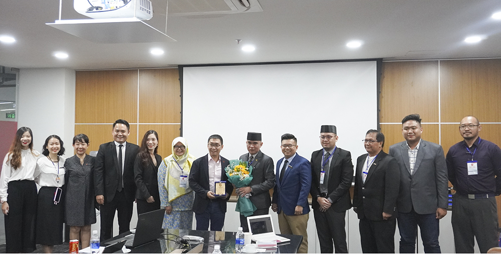 The Faculty of Commerce welcomed the learning group from Brunei to visit Campus 3 of Van Lang University